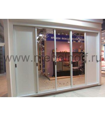 Встроенный шкаф-купе с розовым зеркалом в спальню